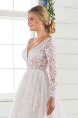 D2737 Ivory Lace/Tulle/Ivory Gown/Ivory Tulle Plunge detail