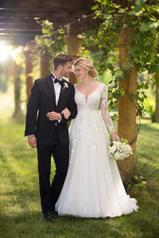D2737 Ivory Lace/Tulle/Ivory Gown/Ivory Tulle Plunge front