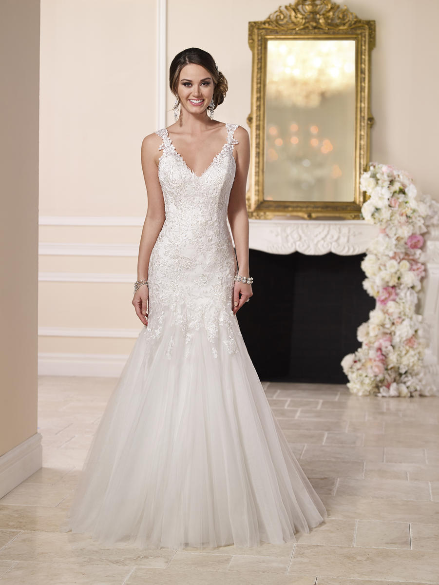 BEADED LACE AND TULLE SATIN WEDDING DRESS