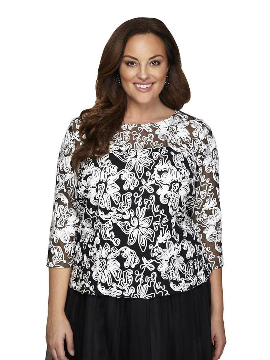 ALEX APPAREL GROUP INC - Plus Size Floral Embroidered Blouse