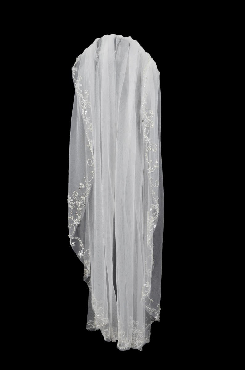 Short Beaded Trim Veil