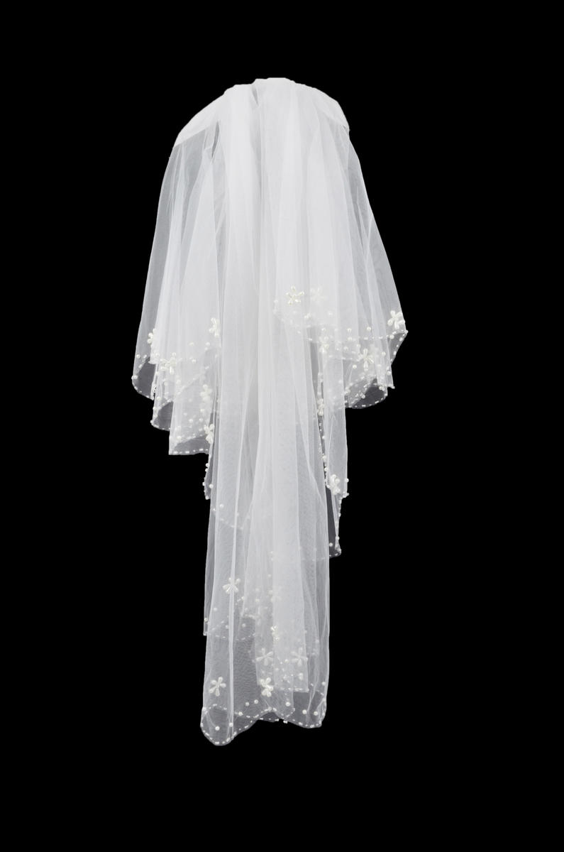 Short Scalloped Pearl Trim Veil